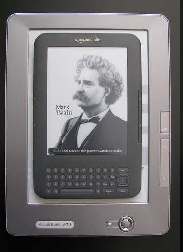 PocketBook Pro 903 имеет впечатляющие размеры